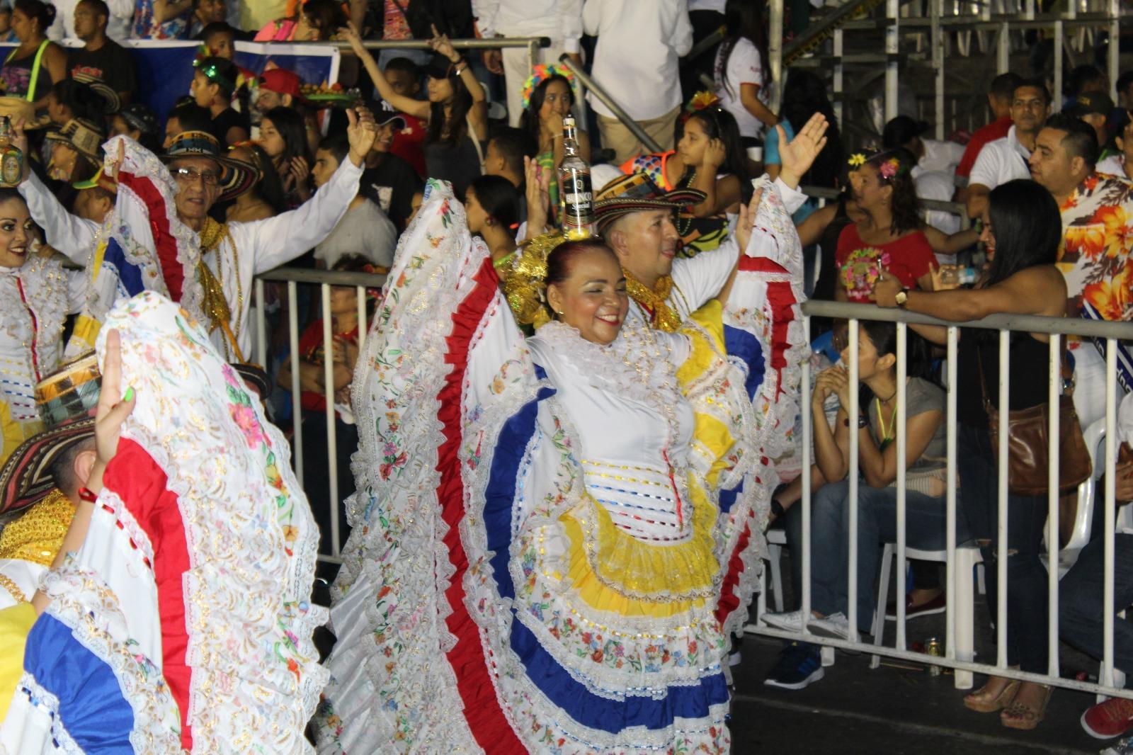 La Cumbia, baile tradicional /Foto FarfreyFashion